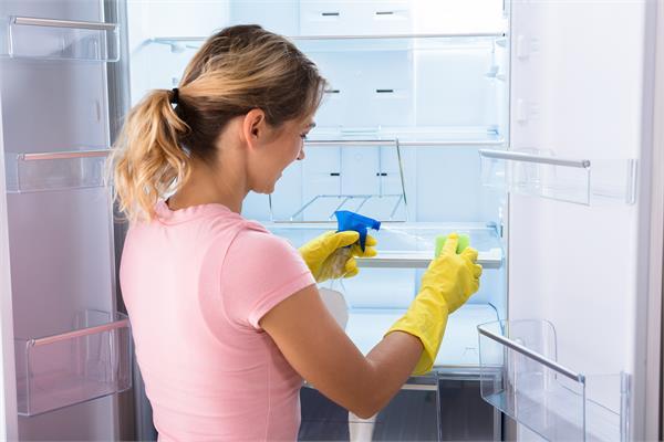 Kitchen Tips: क्या आप करती हैं अपने फ्रिज की ठीक ढंग से सफाई?