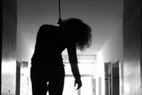 engineering student hanged in hostel room