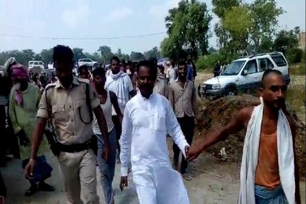 mlas arrive after 11 child dead aes villagers create hostage police released