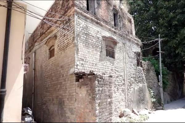 old building in una