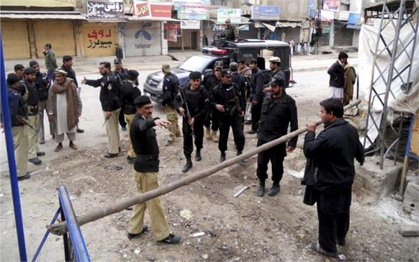 policeman 3 assailants killed in suicide attack in pakistan