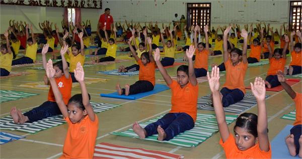 students  celebrate yoga day  government school rajasthan