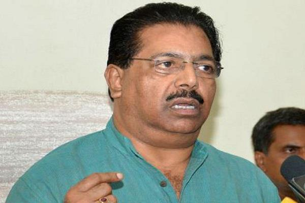 a clique of delhi congress standing against pc chacko