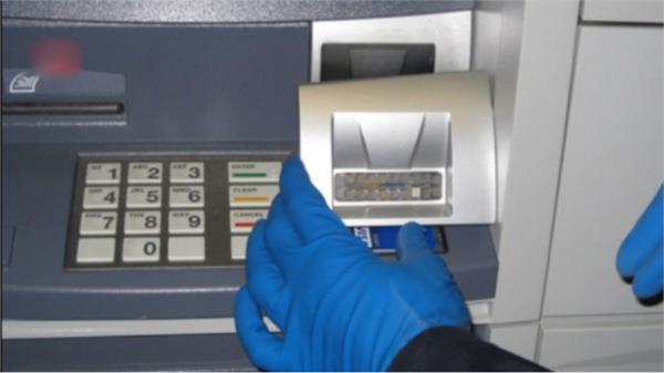 attempt to rob the atm in mathura sound of police car run crooks