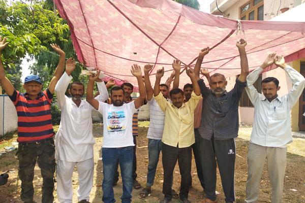 phe employees on strike in scroching heat