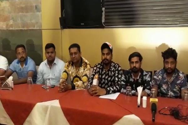 kill twinkle convicts get 10 lakhs rupees karani senna