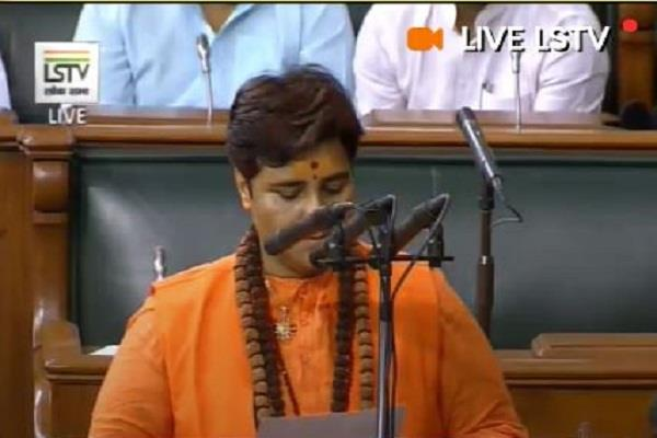 controversy over bjp mp sadhvi pragya thakur s oath