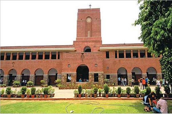 students in dilemma look at du s decision