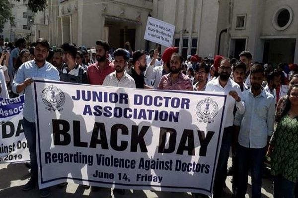 things uncontrollable in bengal over 300 doctors resign