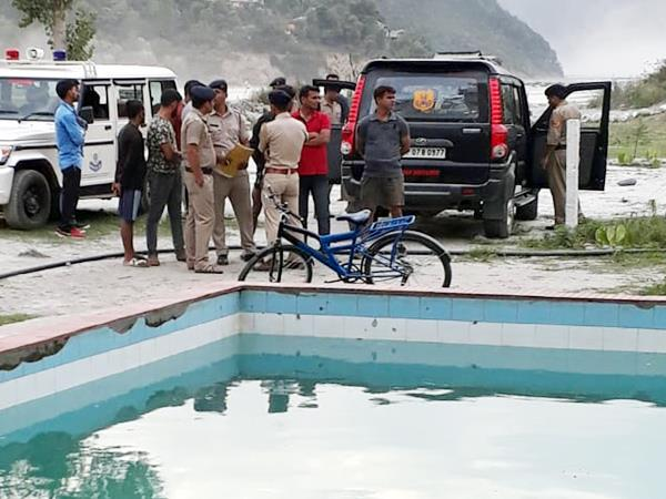 youth drown in swimming pool