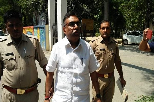 vk singh s former advisor arrested on charges of robbery of funds police