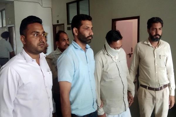 senior assistant superintendent kabu takes 15 thousand rupees bribe
