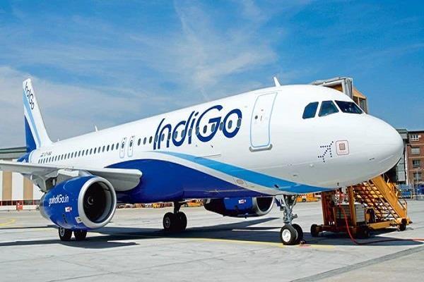 indigo s mumbai jaipur flight emergency landing problem of oil leakage