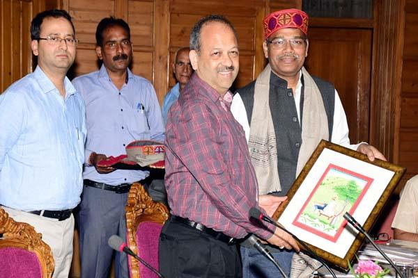 himachal demands 374 cr on losses due to natural calamities