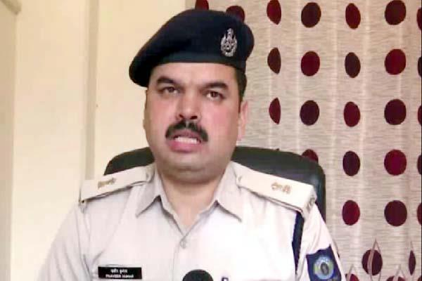 identity of the five accused who were wearing fake uniform of police