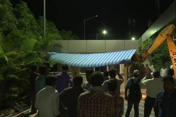 jcb supporters of former cm chandrababu naidu rushed to the house at midnight
