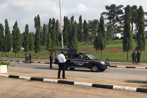 nigerian protesters protested in parliament injured three policemen