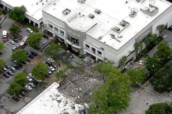 explosions in florida s shopping mall many injured