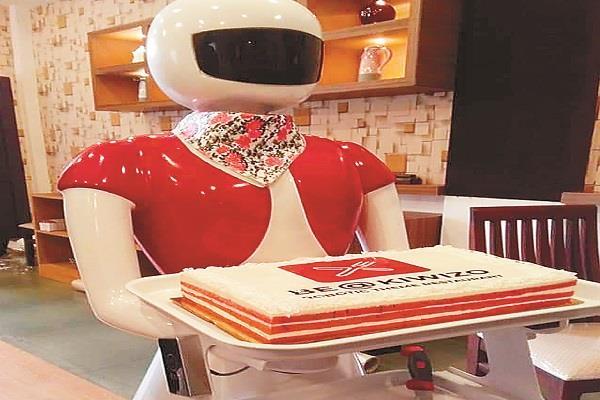 robot veterans  serves food in kerala restaurant