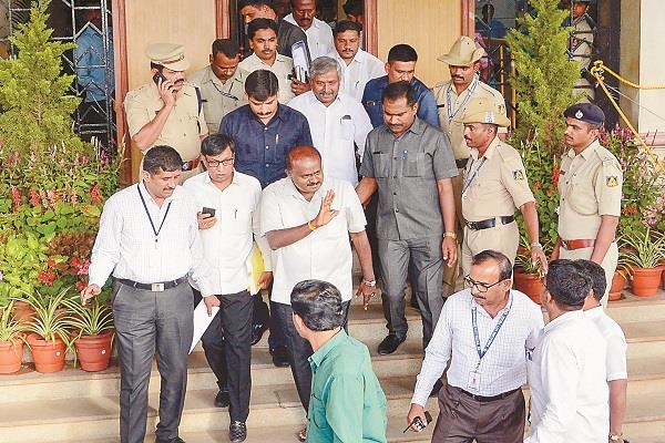 kumaraswamy government s decision to fall in karnataka