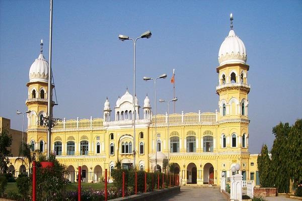 political shadow on the town kirtan till nankana sab