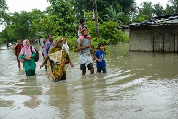 more than 150 people killed in floods in assam bihar