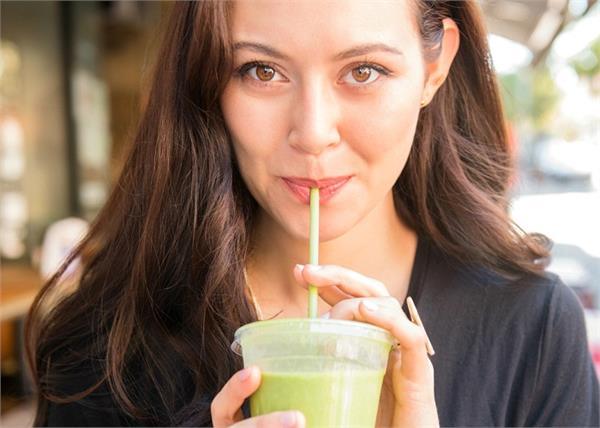 Celery Juice पीकर घटाएं वजन, एंटी-एजिंग प्रॉब्लम्स भी रहेंगी दूर