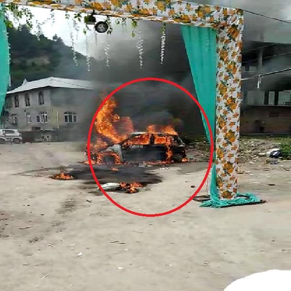 fire in car near hattkoti temple