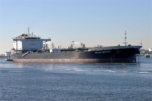 five iranian boats try to seize british oil tanker