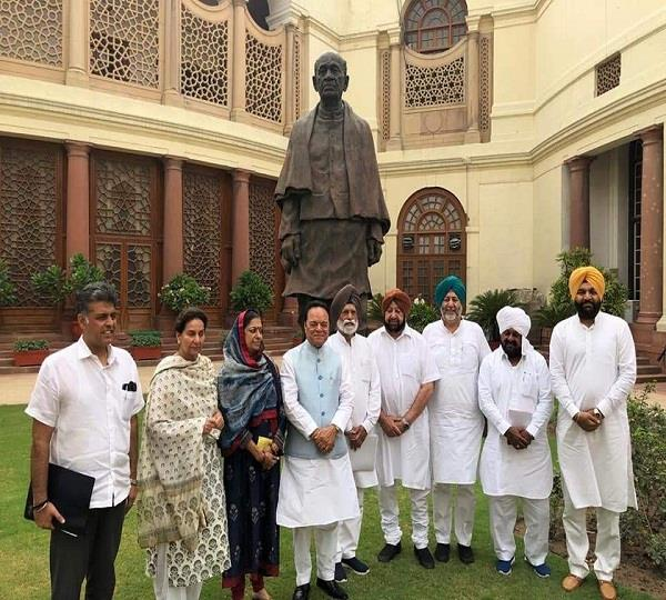 chief minister amarinder singh meets all the congress mps of punjab