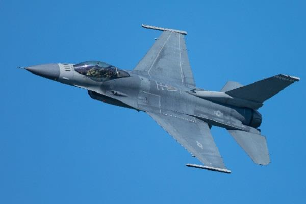 us to watch pak f 16 fighter planes for 24 hours