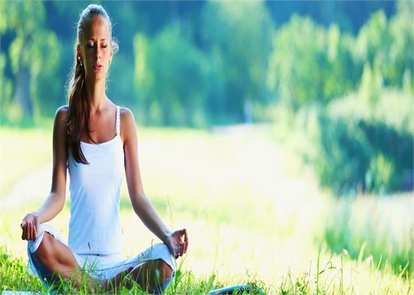 Yoga Benefits: योग दिलाएगा हाई बीपी की प्रॉब्लम से छुटकारा