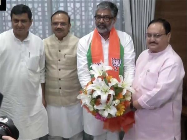 former prime minister chandrasekhar s son neeraj shekhar joins bjp