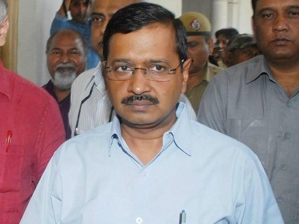 modi government minister gets target on aap kejriwal apologizes