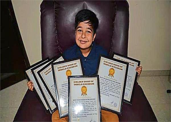 मिलिए, देश के सबसे छोटे ड्रमर 'देवाग्य' से जिनके पास हैं विश्व के 7 रिकार्ड्स
