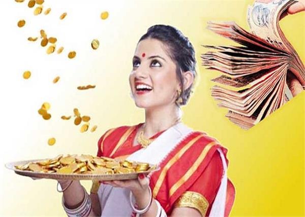 Vastu Tips: घर में खुशहाली और बरकत चाहती हैं तो महिलाएं मानें ये 10 नियम