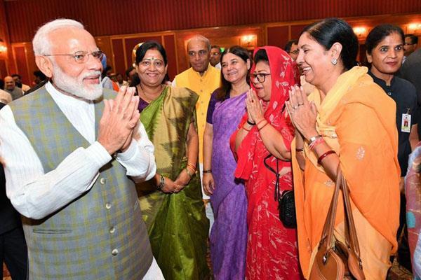 prime minister modi meets bjp women mps