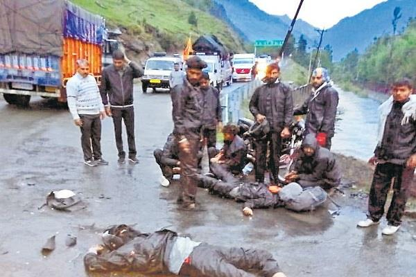 2 youths returning from amarnath yatra to death