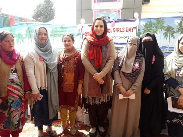 मिलिए, कश्मीर की IAS 'पैडवुमन' से, जिन्होंने की लड़कियों की मुश्किलें आसान
