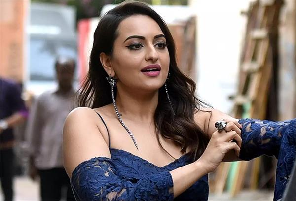 up police reached sonakshi sinha s house in case of cheating