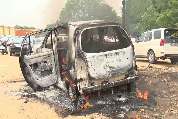 fire at the parking complex of the premises of the court