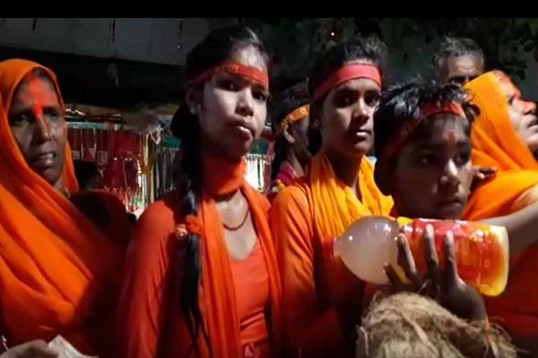 huge crowd of pilgrims in temples