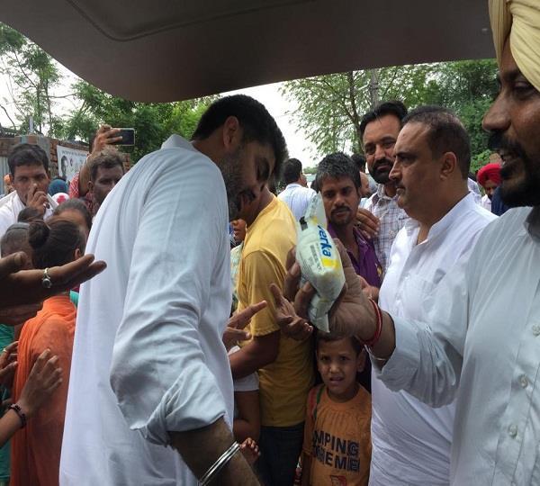 congress worker help flood victims