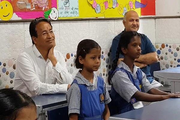 three idiots fame sonam wangchuk visits delhi govt school