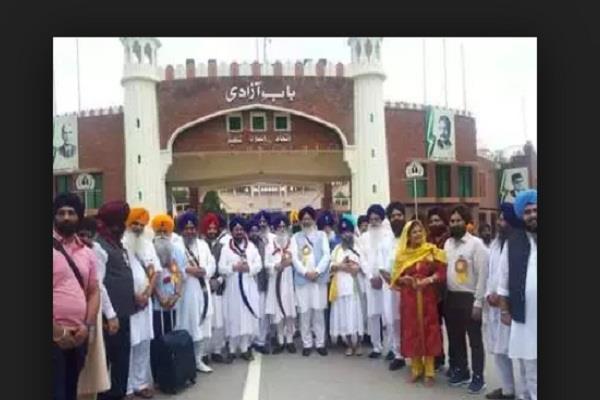 500 sikhs from india arrive in pakistan to celebrate guru nanak s jyanti