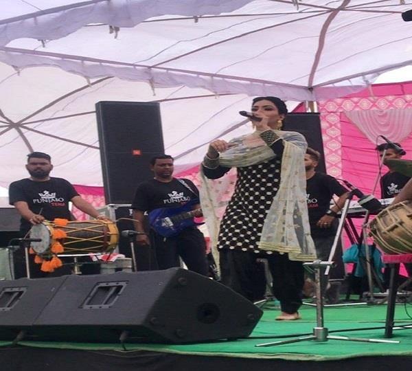 anmol gagan maan live stage show video viral