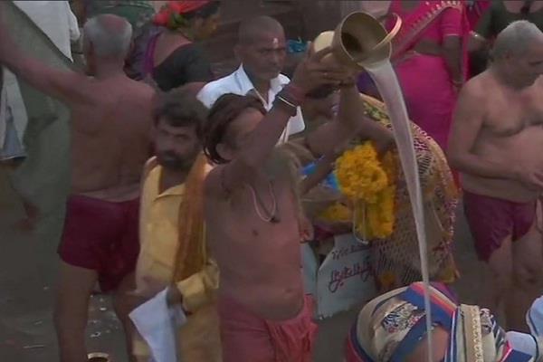 shiva devotees crowd in varanasi