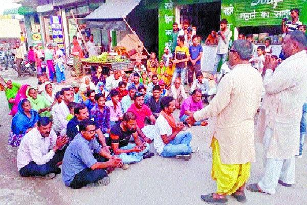 hindu organizations read out sitting on the road hanuman chalisa