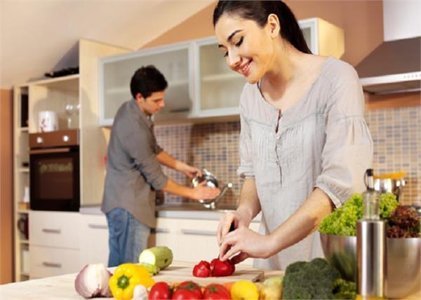 एक चुटकी हींग से बनेगी कढ़ी और भी जायकेदार, जानिए लजीज खाना बनाने के टिप्स