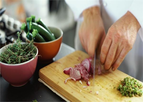 खाने को लजीज और आसान बनाने में मदद करेंगे ये 7 किचन टिप्स